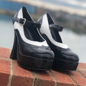 Shoes - ♠️Black & White Wing Tip Platforms ♠️